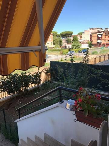 Appartamento piano rialzato con giardino e garage