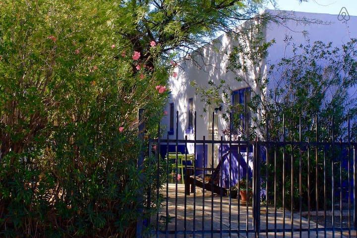 Cheerful Downtown Garden Hideaway