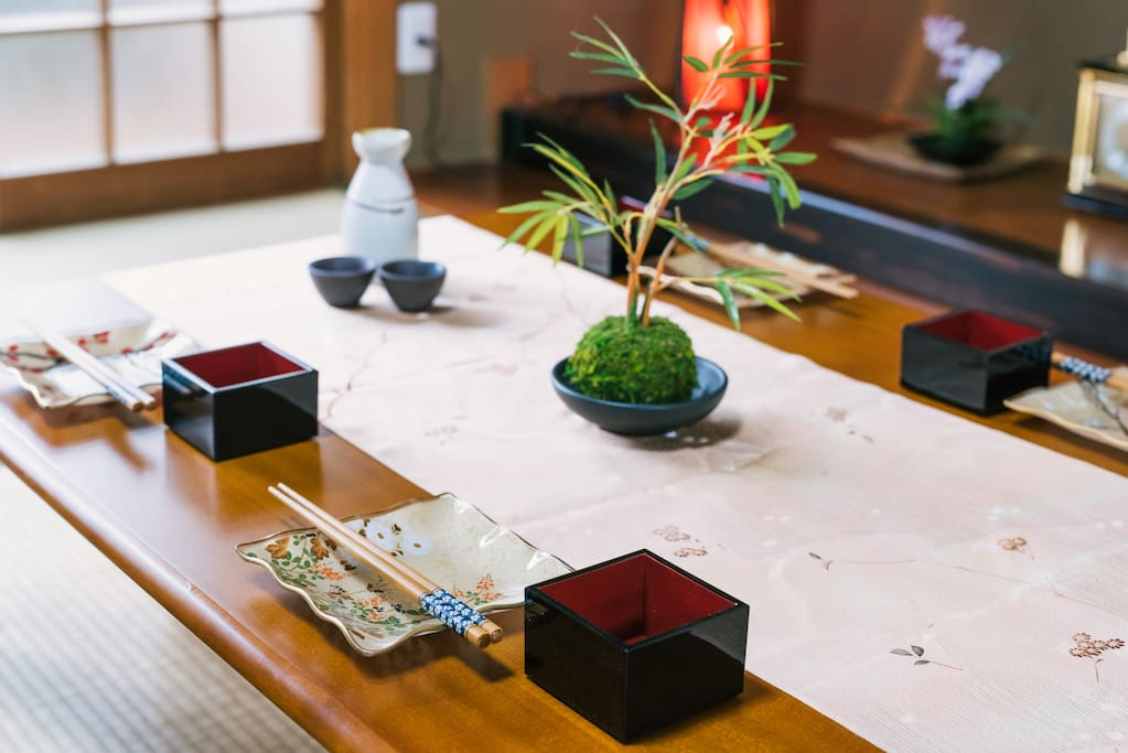和風の食器や小物が多数揃ってます。 A lot of Japanese dishes and accessories. 일본식 식기와 소품이 다수 갖추어져 있습니다.