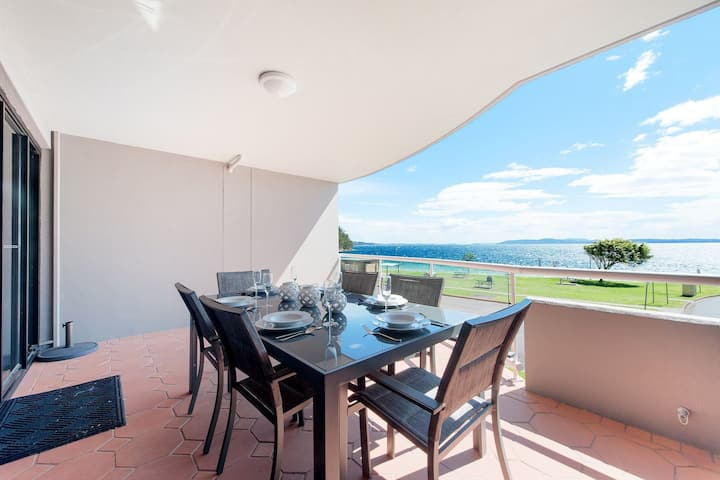 6 'Florentine', 11 Columbia Close - stunning unit with sensational views