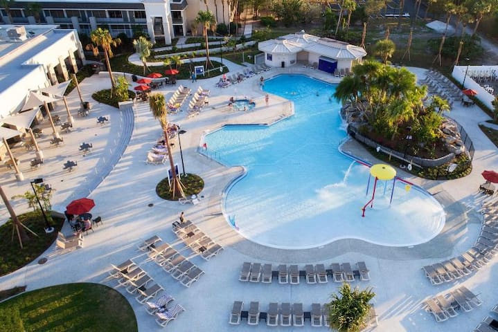 ~RESORT STYLE UNIT~ Free Shuttle To Parks, Hot Tub
