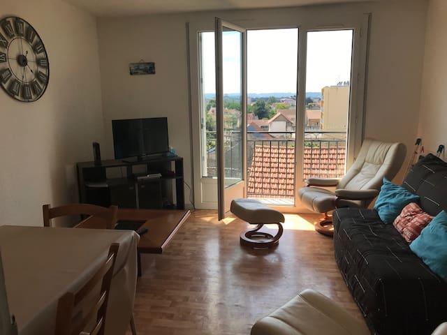Chambre calme dans appartement étudiant àTarbes