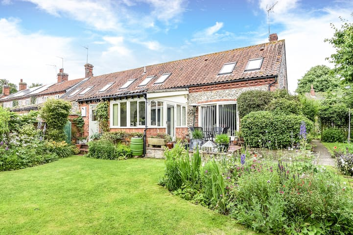 Charming 3 bed cottage nr north Norfolk coast