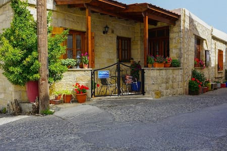 Marios Traditional Two Bedroom House - Omodos