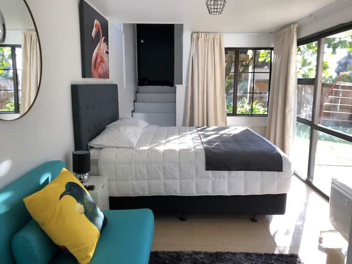 Leafy Luxury 15 min from CBD