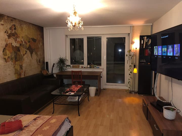 Nice big Room with Balcony,near toHBF and the City