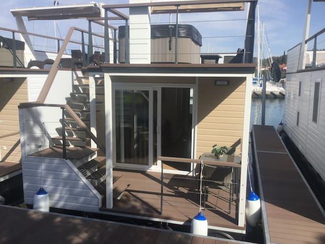 Floating Sea House SHARK 2
