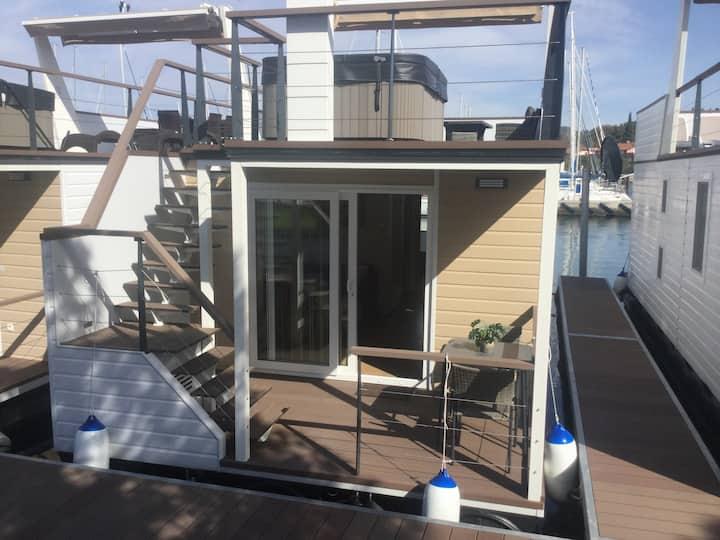 Floating Sea House SHARK 1