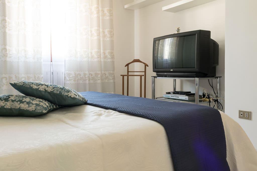 Camera da letto matrimoniale/TV e attrezzature multimediali