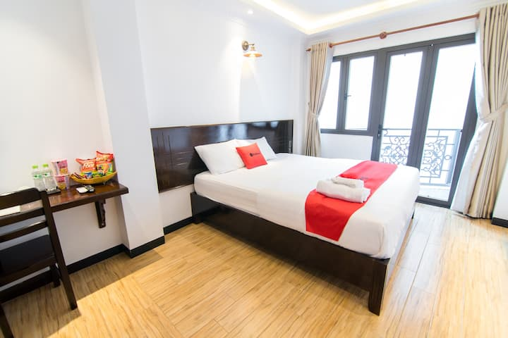 Deluxe Room || Balcony || near  Ba Chieu Market