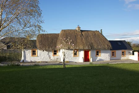 C17th Thatched Cottage-Authentic-Comfort-Relax