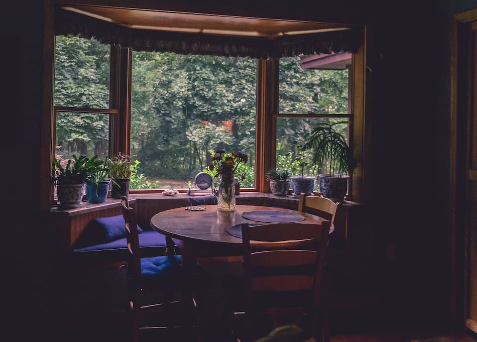 Breakfast nook where you can enjoy a cup of tea or a smoothie