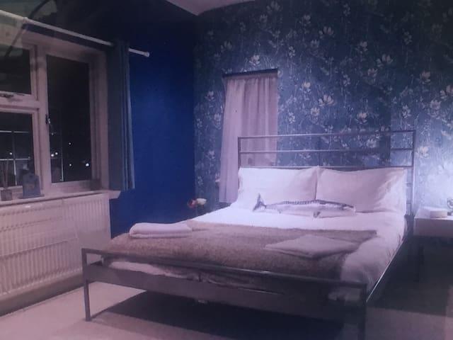 Big 2 Bed Birmingham Family Home