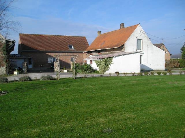 Logement indépendant dans une fermette - Merville - House