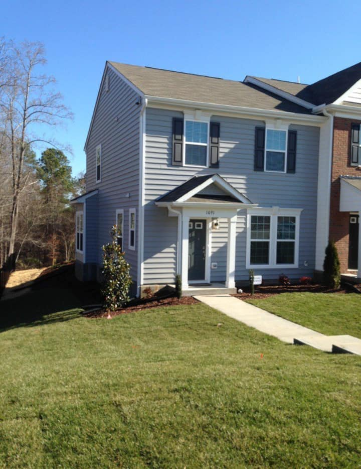 Spacious end-unit 3 miles from downtown Raleigh