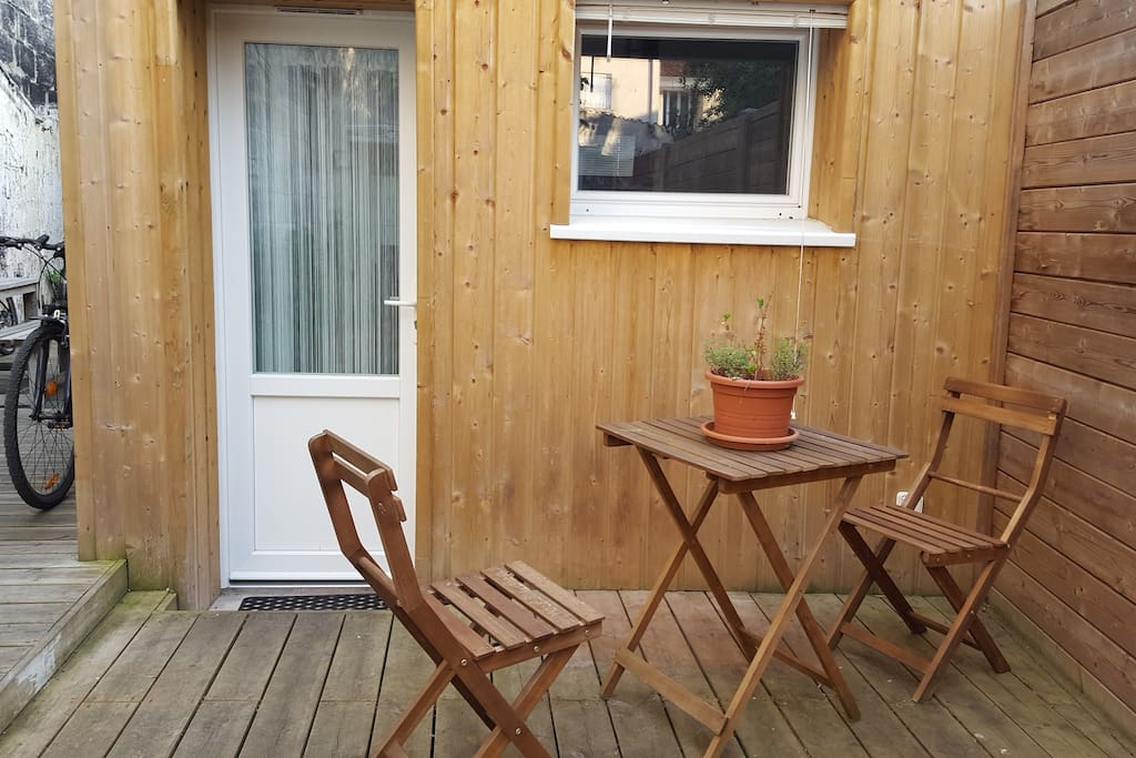 stud 3 meubl au coeur des chartrons apartments for rent in bordeaux aquitaine france. Black Bedroom Furniture Sets. Home Design Ideas