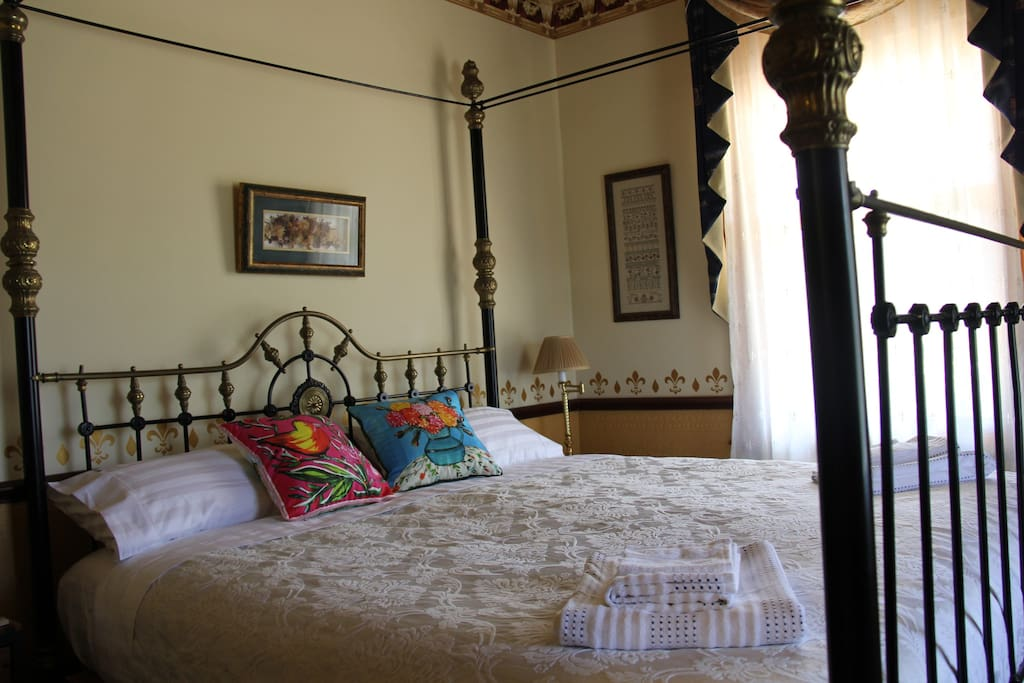 Antique King 4 poster bed