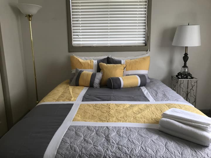 Downtwn 10mins Sleeps 8, 3bdrms, 4queen beds, 2bth
