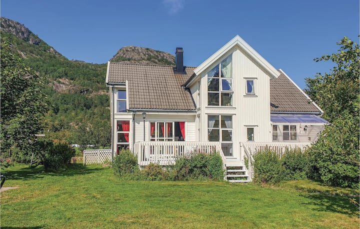Nice home in Farsund with WiFi and 5 Bedrooms