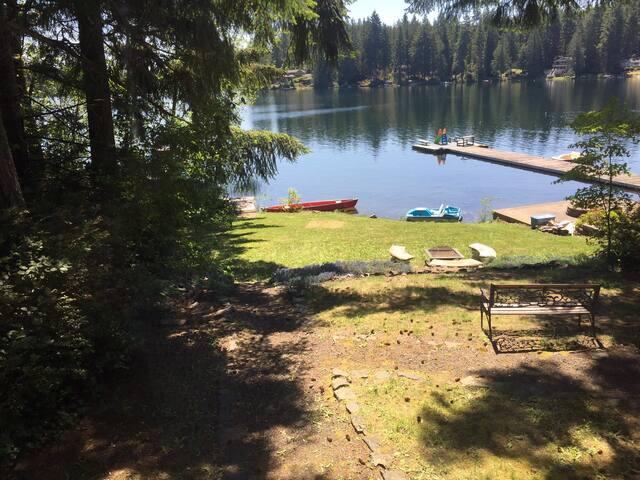 Lake Cottage Retreat