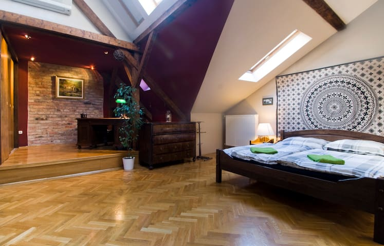 Brick Art Loft - Exciting Spaces - Budapeste - Apartamento