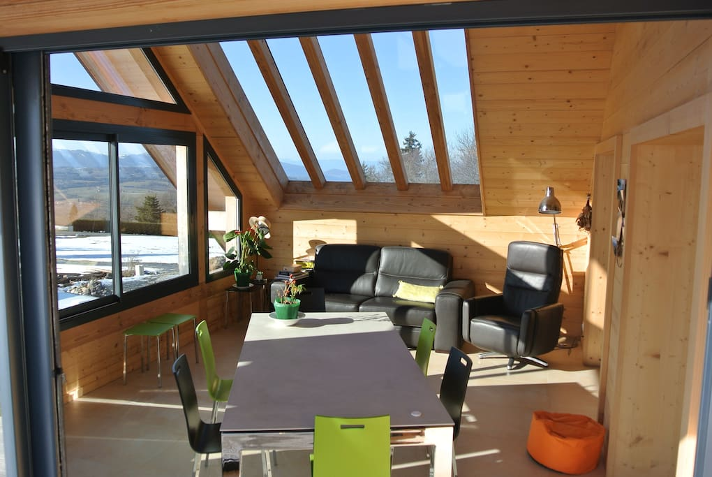 La véranda salon avec hamac canapé, fat boy verrière de toit, lecture, jeux, travail (connexion wifi ou filaire) ou repas