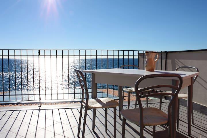 CHERY apt BLU incantevole sul mare - Riva Ligure - Huis