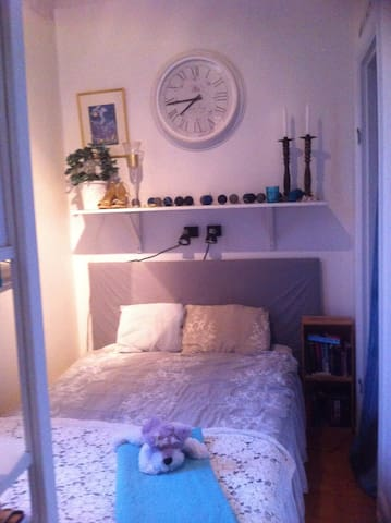 Private room in apt 8 min. from city. - Uppsala - Leilighet