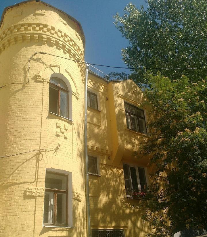 Домик-замок во дворах