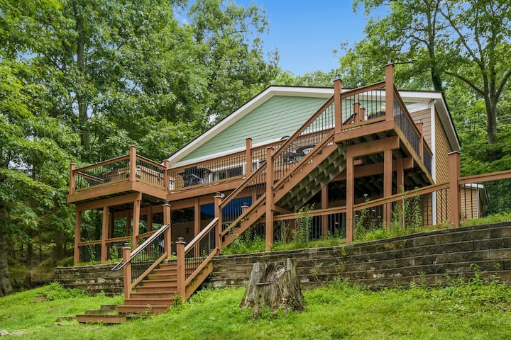 DOGS WELCOME! Lakefront Home w/Private Dock, Hot Tub, Pool Table, & Fireplace!