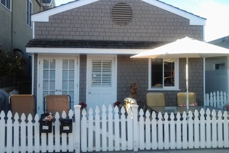 TWIN DOLPHIN COTTAGE 1 - Newport Beach - Haus