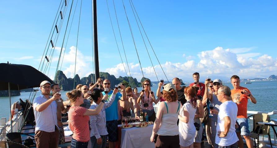 Explore Halong on Opera Cruises - Hanoi, Hoan Kiem District, Hanoi, Vietnam - Båt