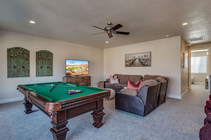 Paradise Village #85 Southern Comfort 4BR + Private Hot Tub + Billiards