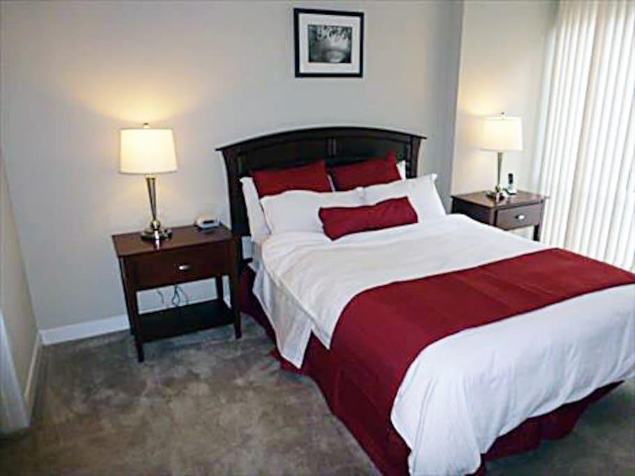 Master Bedroom Suite with Queen bed and deluxe linen.