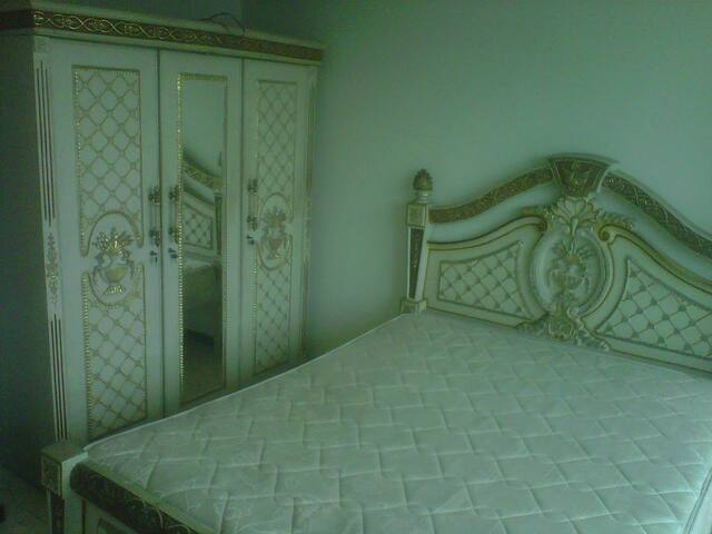Ukuran kamar : 20 m2