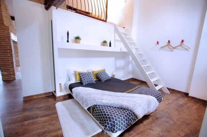 L'un des 3 lits doubles, le lit doré