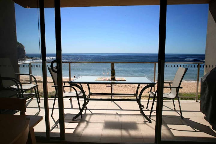 Absolute Beachfront Apartment - Mona Vale - Daire