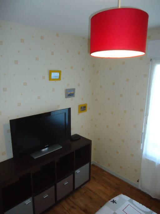 Téléviseur HD 81 cm + Wifi gratuite