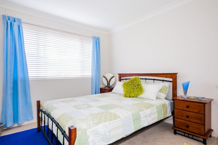 Double Room/Ensuite - WiFi & LUG - Sutherland - Byt