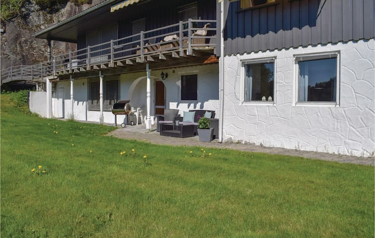 Holiday apartment with 3 bedrooms on 74m² in Risør