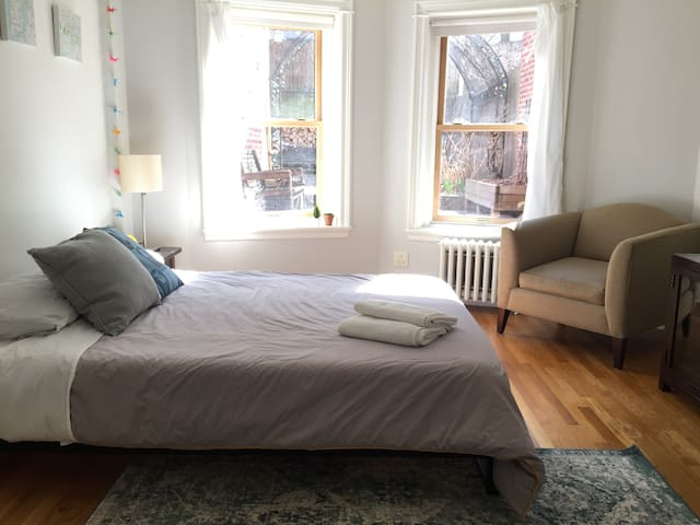 Stylish Renovated 1BR Apt * Perfect BKLYN Location