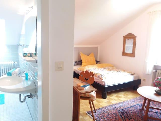 Schönes helles Zimmer mit eigenem Bad