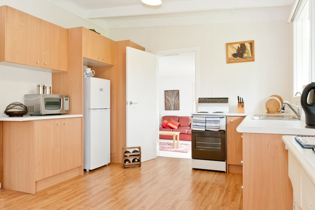 Modern easy to use full kitchen