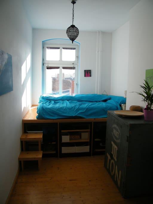 Schlafzimmer mit 1,60 m Matratze