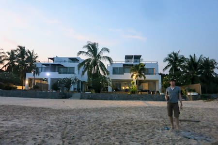Ultimate secluded beachfront luxury - หัวหิน