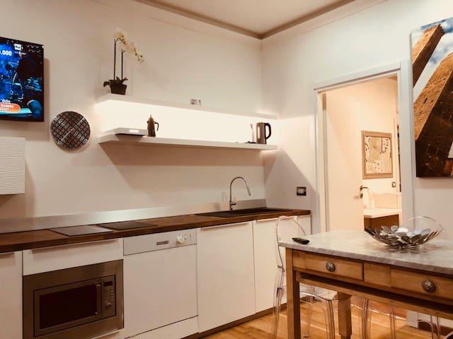 """Home """"suite"""" home  Bologna centro"""