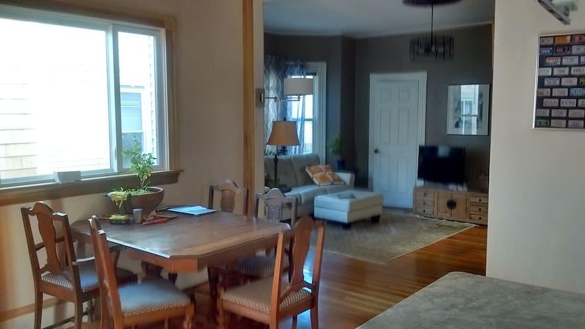 Schöene, exquisit Wohnung mit neuen Küchen+Bad - Somerville - Wohnung