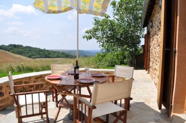 Cosy gite with stunning views - Pampelonne - Haus