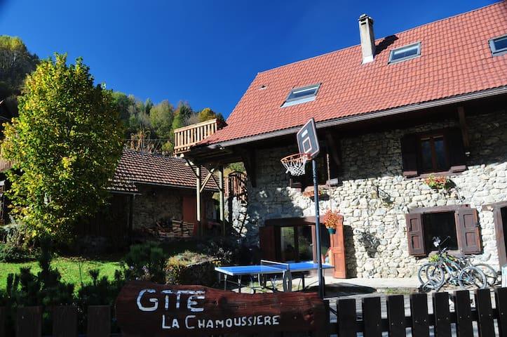 Gîte de charme-ferme rénovée XVIII avec terrasse