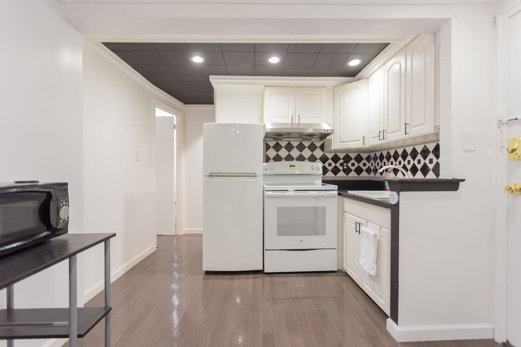 Modern & Clean Kitchen.